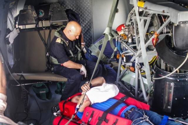 The-flagships-medical-officer-LT-Guasconi-and-the-injured-seafarer-on-board-the-EH-101-helicopter.-1024x680